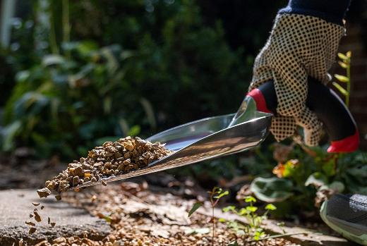 garden trowel uses