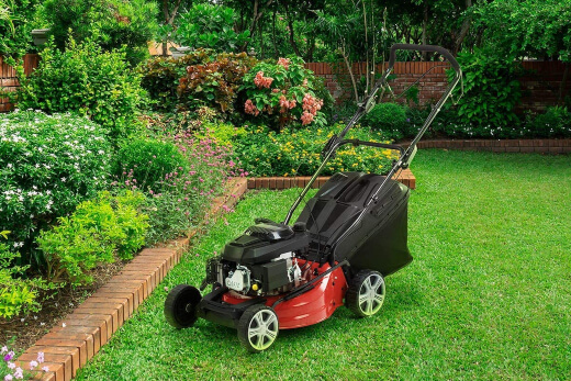 What to Consider When Buying a Petrol Lawn Mower