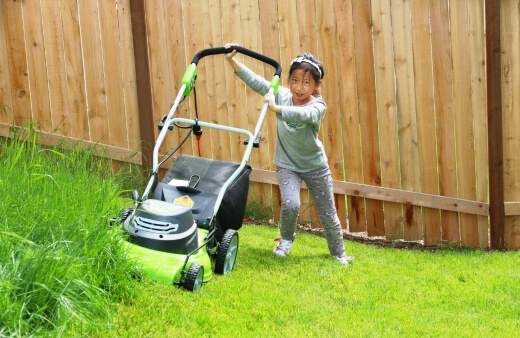 Push lawn mower are best-suited to smaller gardens with 300 square meters of grass or less