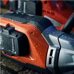 Husqvarna 520iLX High Performance Trimmer is easy to use for long or short periods of time and is highly manoeuvrable for tight corners and areas with limited access
