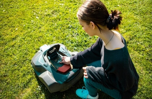 How do I start and stop a robotic lawnmower